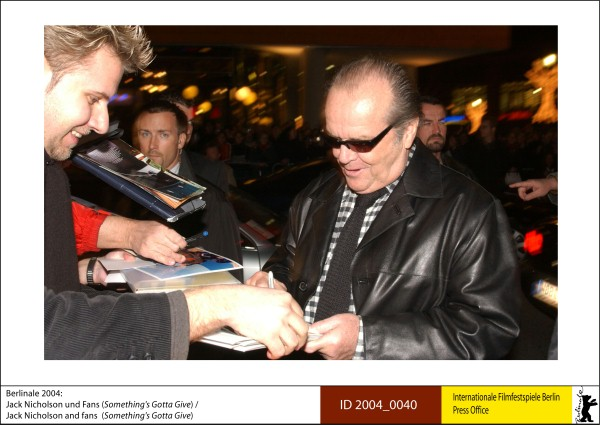 Jack Nicholson   Competition |  Something's gotta give   Jack Nicholson and fans.  ID 2004_0040