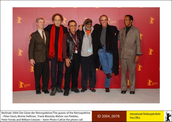 Peter Davis, Monte Hellman, Frank Mazzola, Melvin van Peebles, Peter Fonda and William Greaves   Festival Impressions | Retrospective & Homage  The guests of the Retrospective – Peter Davis, Monte Hellman, Frank Mazzola, Melvin van Peebles, Peter Fonda (Easy Rider, The Hired Hand) and William Greaves– at the Photo Call.  ID 2004_0078