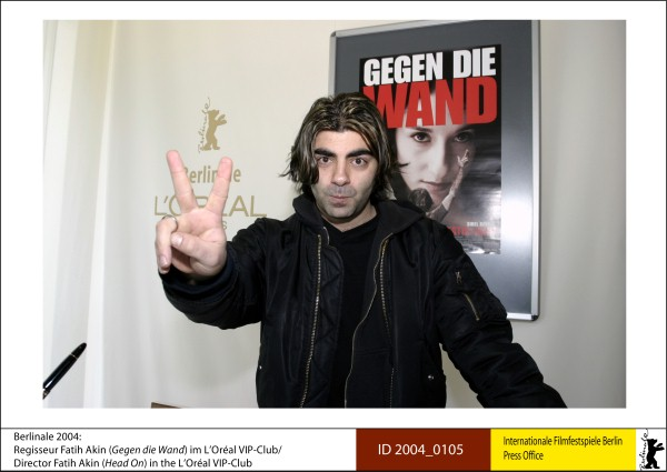Fatih Akin   Competition |  Gegen die Wand  |  Head-On   Director Fatih Akin in the L'Oréal VIP-Club.  ID 2004_0105