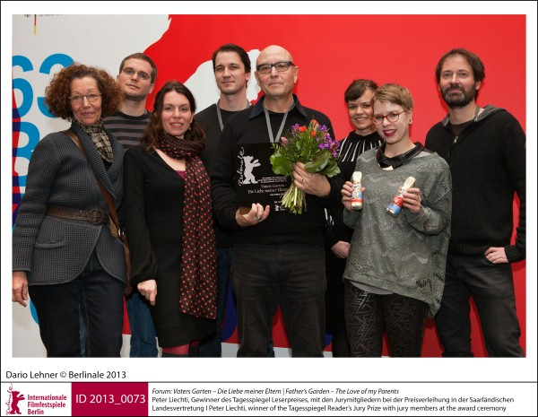 Peter Liechti   Forum | Impressions  The winner winner of the Tagesspiegel Reader's Jury Prize for his film Vaters Garten – Die Liebe meiner Eltern (Father's Garden – The Love of my Parents) with jury members at the award ceremony.  ID 2013_0073
