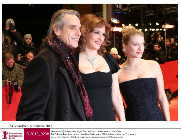 Jeremy Irons, Martina Gedeck, Mélanie Laurent    Competition |  Night Train to Lisbon | Nachtzug nach Lissabon   Actors Jeremy Irons, Martina Gedeck and Mélanie Laurent at the premiere.  ID 2013_0238