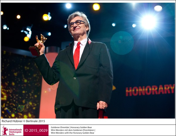Wim Wenders   Prizes & Honours | Honorary Golden Bear  Wim Wenders with the Honorary Golden Bear  ID 2015_0029
