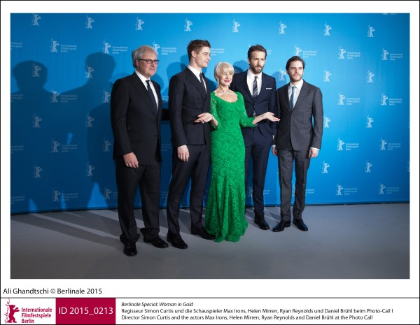Simon Curtis, Max Irons, Helen Mirren, Ryan Reynolds, Daniel Brühl   Berlinale Special |  Woman in Gold   Director Simon Curtis and the actors Max Irons, Helen Mirren, Ryan Reynolds and Daniel Brühl at the Photo Call.  ID 2015_0213