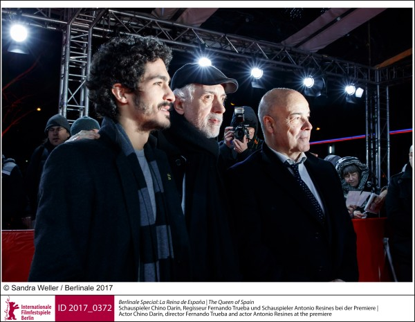 Chino Darín, Fernando Trueba und Antonio Resines   Berlinale Special |  La Reina de España | The Queen of Spain   Schauspieler Chino Darín, Regisseur Fernando Trueba und Schauspieler Antonio Resines bei der Premiere  ID 2017_0372