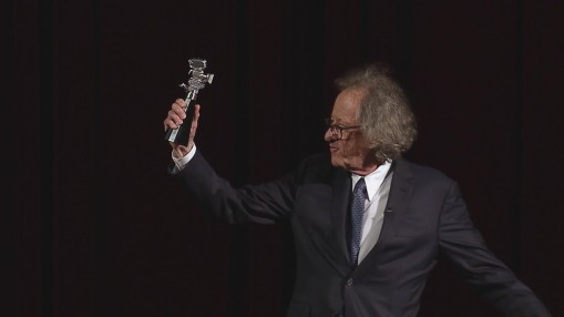 Award Ceremony    Saturday Feb 11, 2017    Presentation of the Berlinale Camera to Geoffrey Rush by Festival Director Dieter Kosslick before the screening of  Final Portrait  in the Berlinale Palast. Barrie Kosky, artistic director of the Komische Oper Berlin, held the laudatory speech in honour of the recipient.