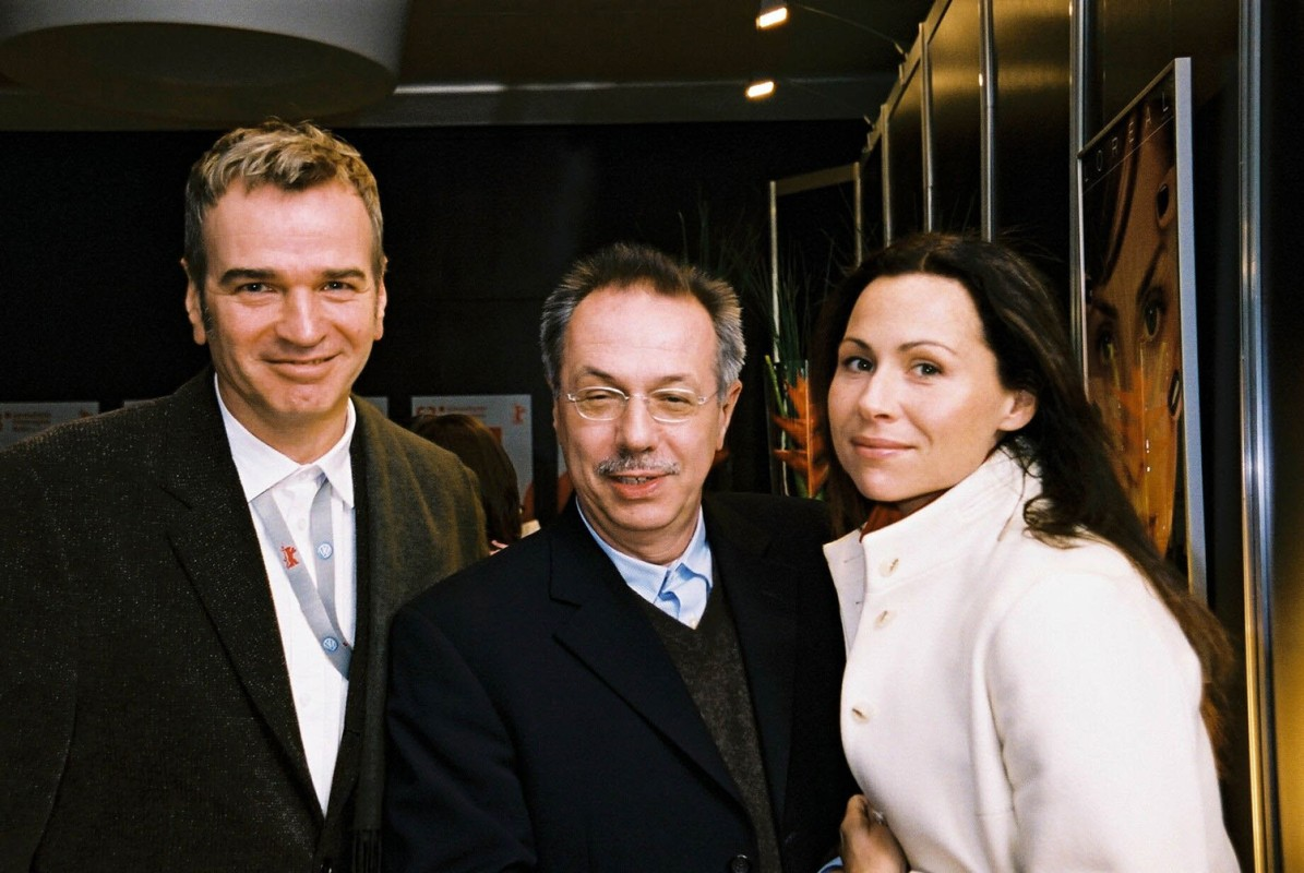 Wieland Speck, Dieter Kosslick, Minnie Driver    Panorama  Director Wieland Speck, Festival Director Dieter Kosslick with  Owning Mahowny  leading actress Minnie Driver     Panorama  –   Owning Mahowny      Feb 9, 2003