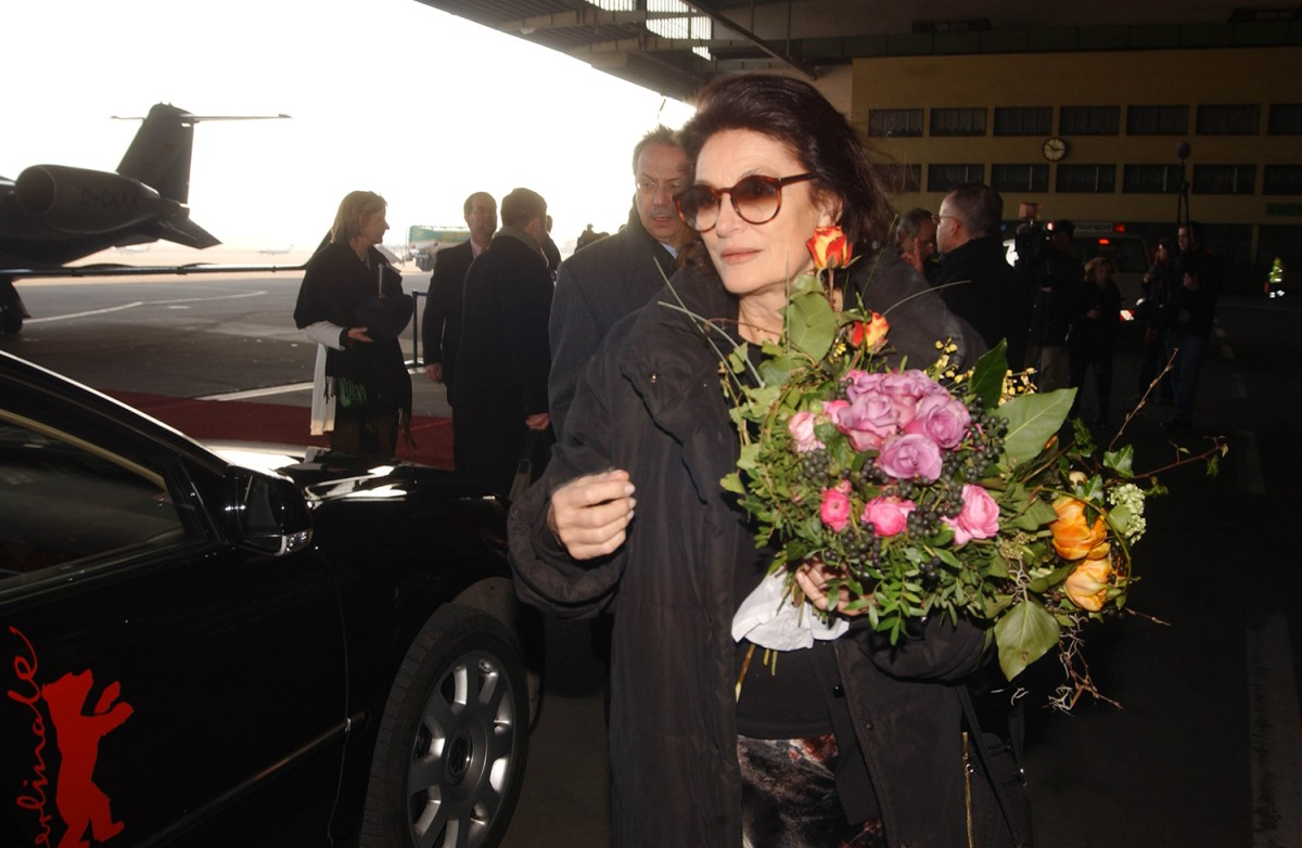 Anouk Aimée    Homage  Guest of the 53rd Berlinale, Anouk Aimée, at her arrival in Berlin     Homage     Feb 12, 2003