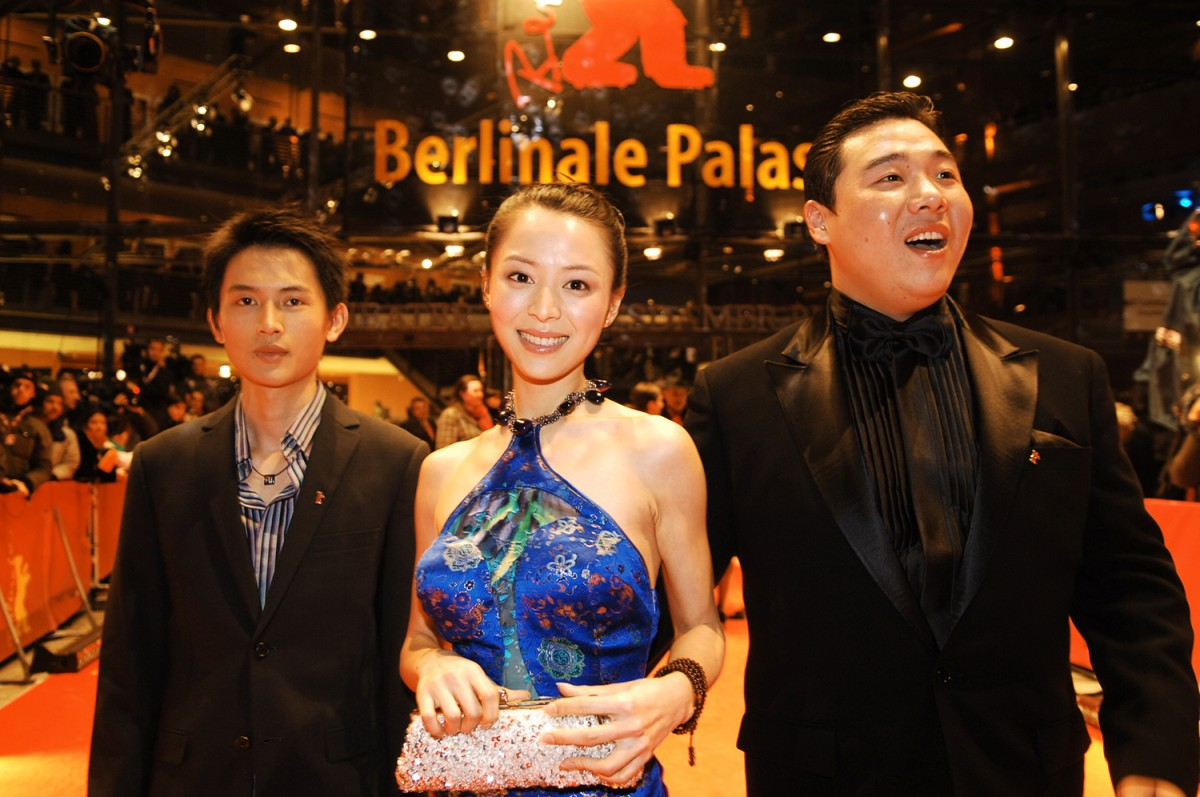 Lu Yulai, Zhang Jingchu, Feng Li   Lu Yulai, Zhang Jingchu, and Feng Li, the cast of  Kong Que | Peacock , for which director Gu Changwei received the Grand Jury Prize Silver Bear later on.     Competition  –   Kong Que  | Peacock | Der Pfau  – Closing Gala – Silver Bear    Feb 19, 2005