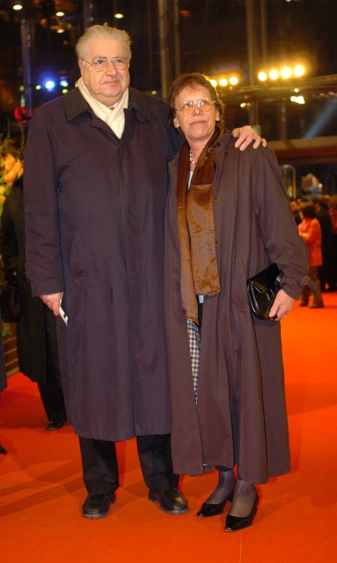 Moritz de Hadeln, Erika de Hadeln   Former Berlinale director Moritz de Hadeln and his wife Erika de Hadeln, who also worked for the festival for many years, arriving for the closing event in Berlinale Palast.    Closing Gala    Feb 19, 2005
