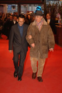 Feb 14, 2006Pen-ek Ratanaruang, Dieter Kosslick  Pen-ek Ratanaruang aund Dieter Kosslick on the red carpet in the Berlinale Palast before the premiere of Invisible Waves. Competition – Invisible Waves – Berlinale Palast