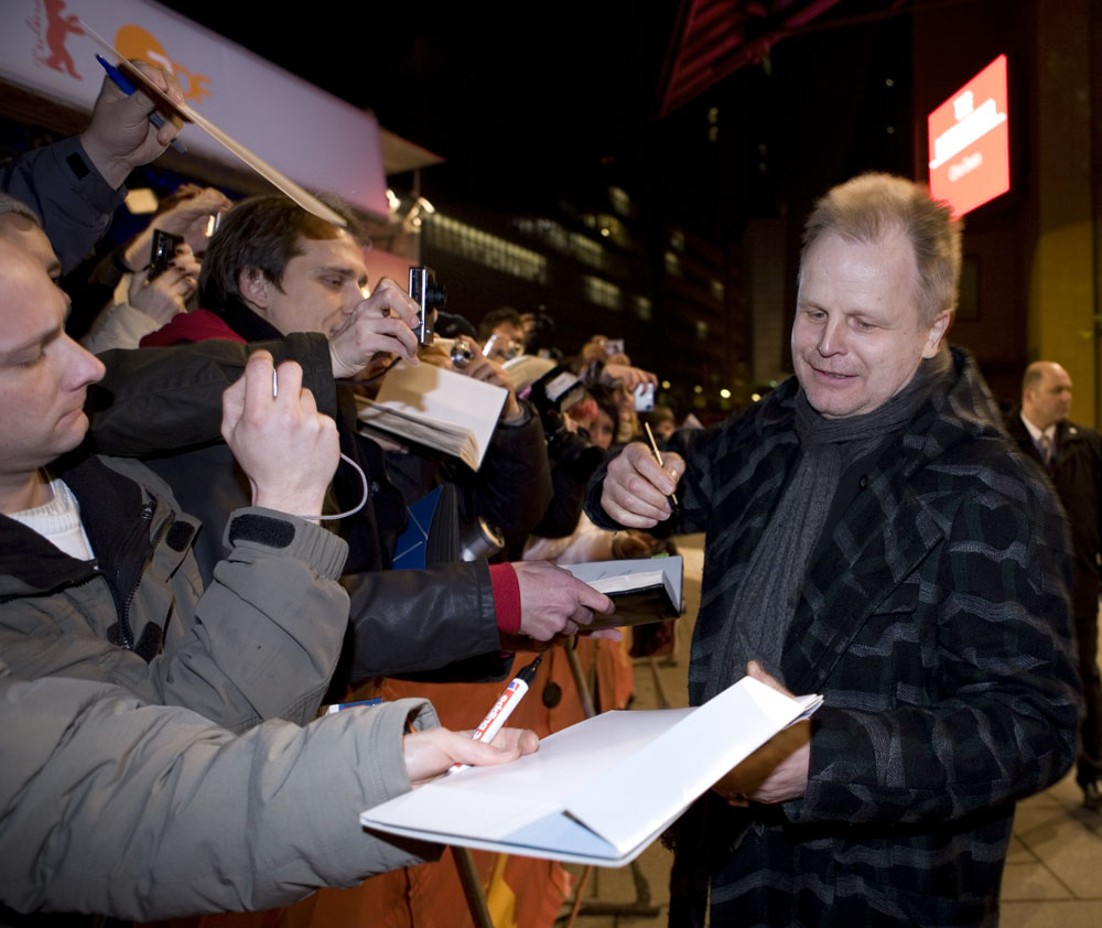 Herbert Grönemeyer   Herbert Grönemeyer signing autographs at the Berlinale Palast    Opening Gala    Feb 5, 2009