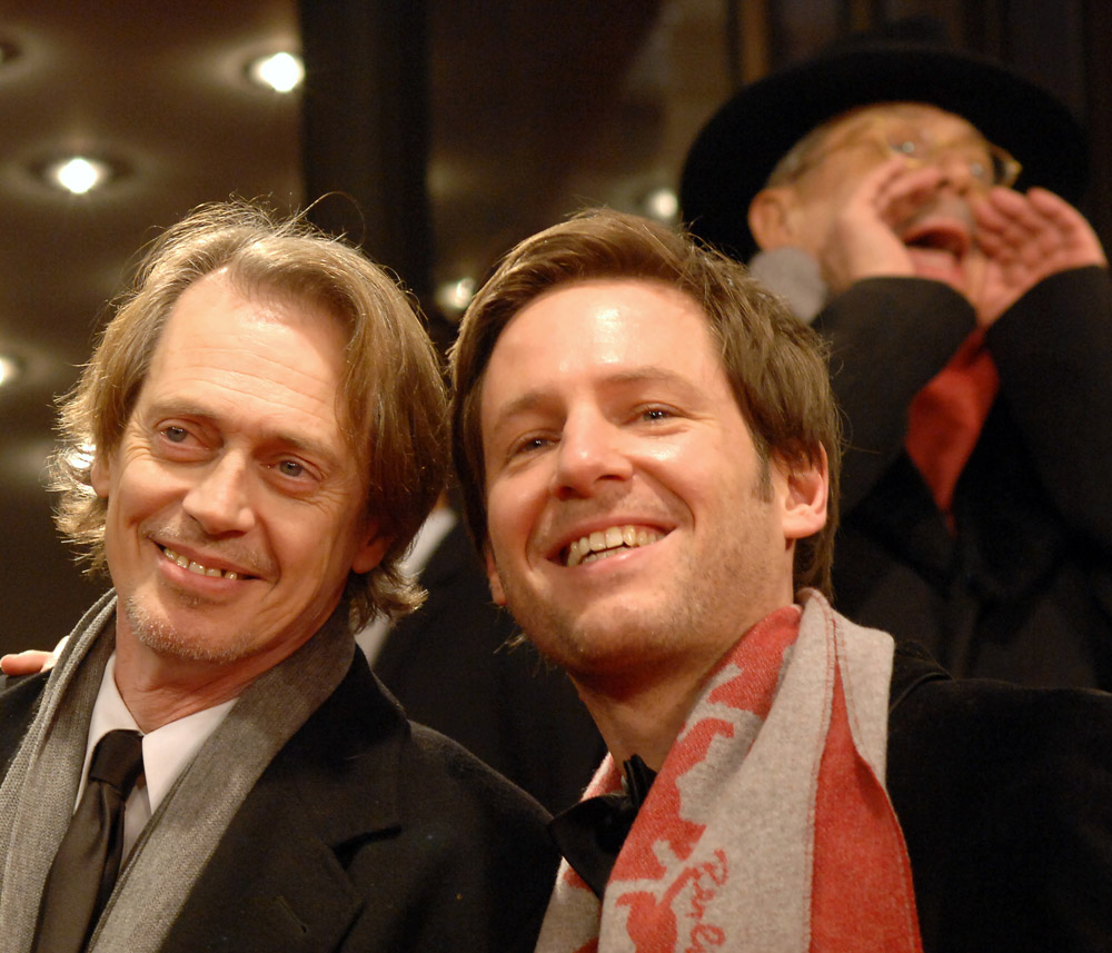 Steve Buscemi, Florian Gallenberger, Dieter Kosslick   Steve Buscemi with Florian Gallenberger. In the background, festival director Dieter Kosslick calls out for the guests of  John Rabe  in the Friedrichstadtpalast.     Berlinale Special  –   John Rabe   – Friedrichstadt-Palast    Feb 7, 2009
