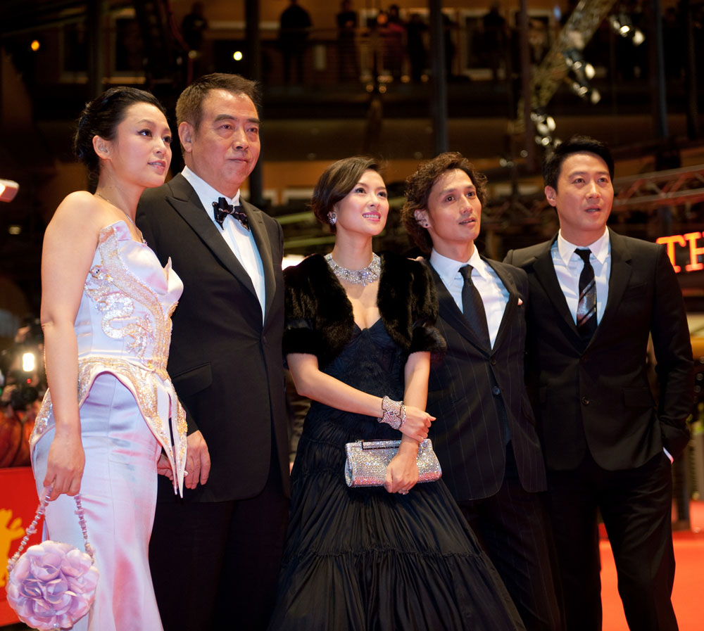 Chen Hong, Chen Kaige, Zhang Ziyi, Ando Masanobu, Leon Lai   Group photo in front of the Berlinale Palast: Chen Hong, directorr Chen Kaige, Zhang Ziyi, Ando Masanobu and Leon Lai.     Competition  –   Forever Enthralled   – Berlinale Palast    Feb 10, 2009