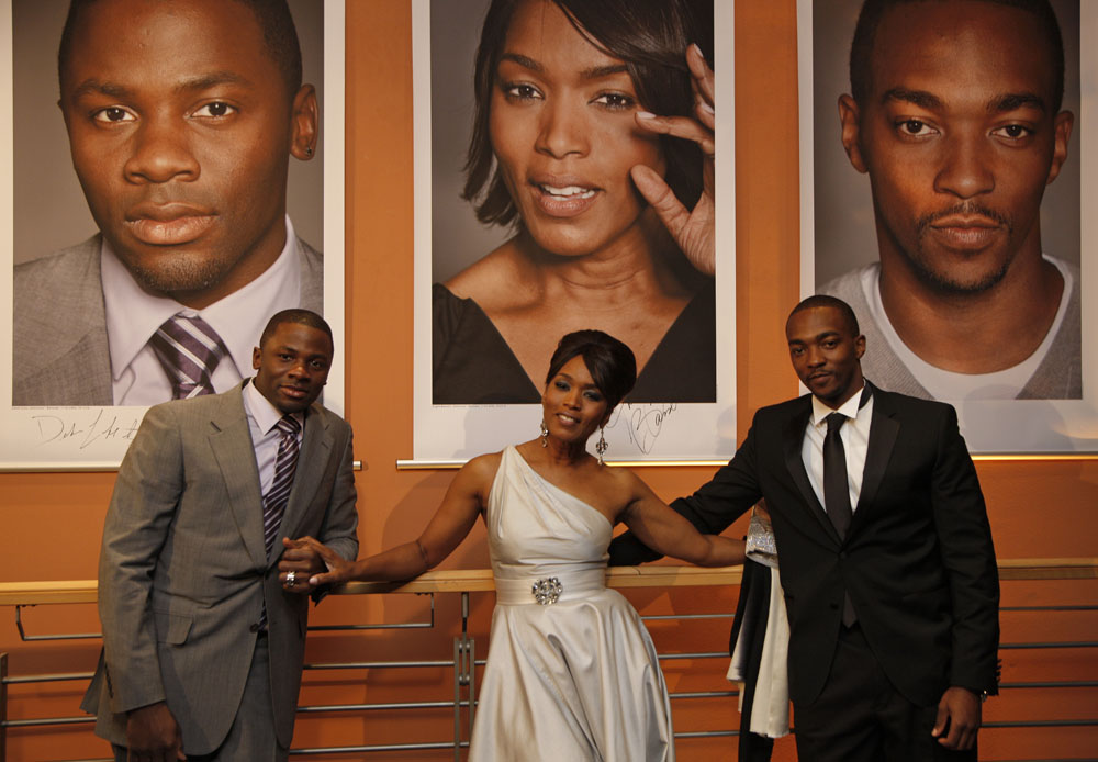 Derek Luke, Angela Bassett, Anthony Mackie   Derek Luke, Angela Bassett and Anthony Mackie in fornt of their portraits.     Competition  –   Notorious  | Notorious B.I.G.  – Berlinale Palast    Feb 11, 2009
