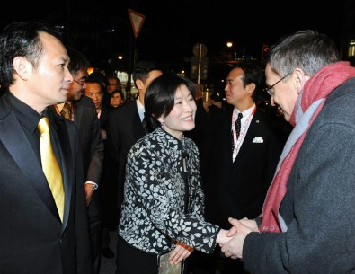 Feb 12, 2009Ding Zhicheng, Christina Yao, Thomas Hailer   Berlinale programme manager Thomas Hailer welcomes director Christina Yao in front of the Cinema Paris for the Berlinale Special screening of Baiyin Diguo. Left: actor Ding Zhicheng. Berlinale Special – Baiyin Diguo | Empire Of Silver