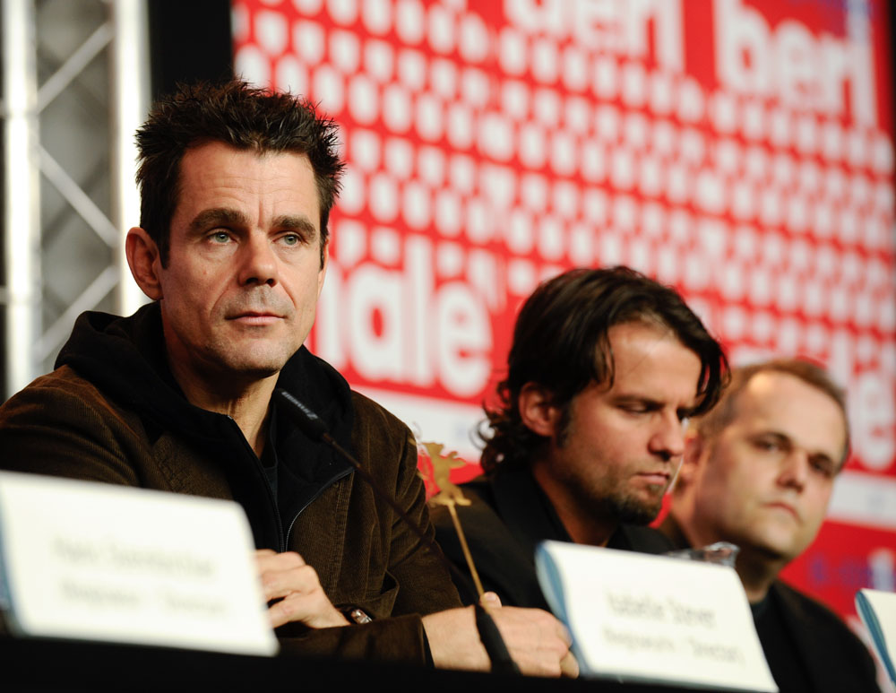 Tom Tykwer, Hans Weingartner, Dirk Wilutzky   The directors Tom Tykwer and Hans Weingartner at the press conference with producer Dirk Wilutzky.     Competition  –   Deutschland 09, 13 kurze Filme zur Lage der Nation  | Germany 09, 13 Short Films About The State Of The Nation  – Programme Press Conference    Feb 13, 2009