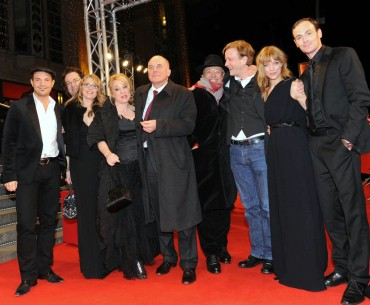 Feb 13, 2009Hilde team  Dieter Kosslick with the team of Hilde before the great premiere in front of the Friedrichstadtpalast. Berlinale Special – Hilde – Friedrichstadt-Palast