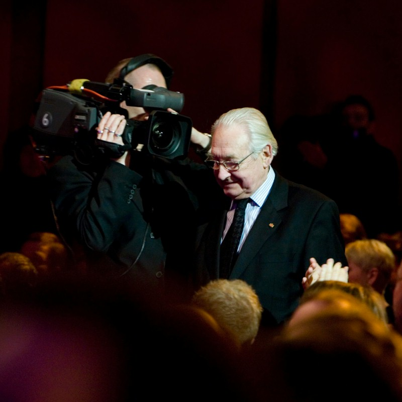 Andrzej Wajda   Andrzej Wajda gets up to receive the Alfred Bauer Prize (ex aequo with Adrián Biniez) on the stage of the Berlinale Palast.    Closing Gala – Alfred-Bauer-Prize    Feb 14, 2009
