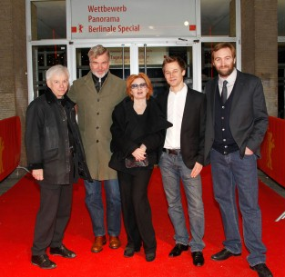 Feb 16, 2010Marcel Höhn, Wieland Speck, Ingrid Caven, Benny Jaberg, Pascal Hoffmann  In memoriam: the section head with the team of the film that remembers the life of the deceased director. Panorama – Daniel Schmid – Le chat qui pense