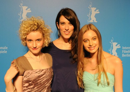 Feb 10, 2012Julia Garner, Rebecca Thomas, Rachel Pirard  The director with her two actresses. Generation – Electrick Children
