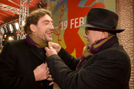 Feb 16, 2012Javier Bardem, Dieter Kosslick  The actor and the Festival Director in matching clothes. Berlinale Special – Hijos de las nubes, la última colonia | Sons Of The Clouds, The Last Colony