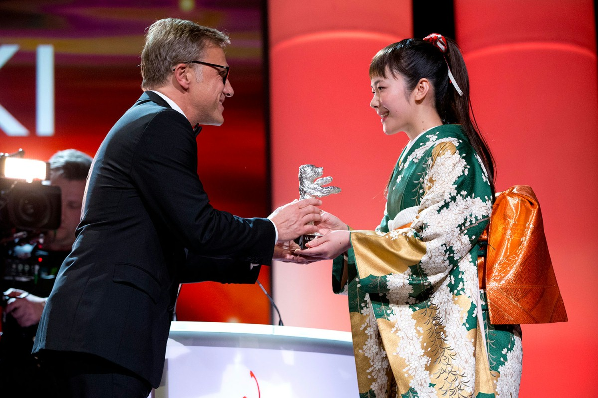 Christoph Waltz, Haru Kuroki   The actor handed over the Silver Bear for Best Actress to the winner.     Competition  –   Chiisai Ouchi  | The Little House  – Silver Bear    Feb 15, 2014