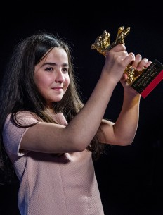 Feb 14, 2015Hana Saeidi  The niece of director Jafar Panahi accepted the prize on his behalf. Competition – Taxi – Closing Gala – Golden Bear