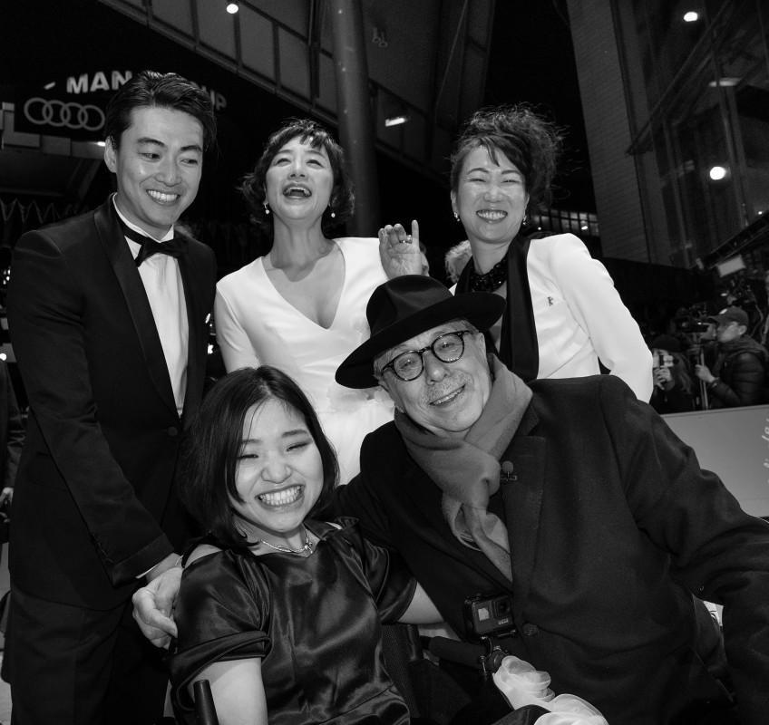 HIKARI, Dieter Kosslick, Mei Kayama   The director of the film  37 Seconds  HIKARI (top right) with her protagonist Mei Kayama (bottom left), Dieter Kosslick (bottom right) and other members of the cast at the Opening Gala.     Panorama  –   37 Seconds   – Opening Gala    Feb 7, 2019