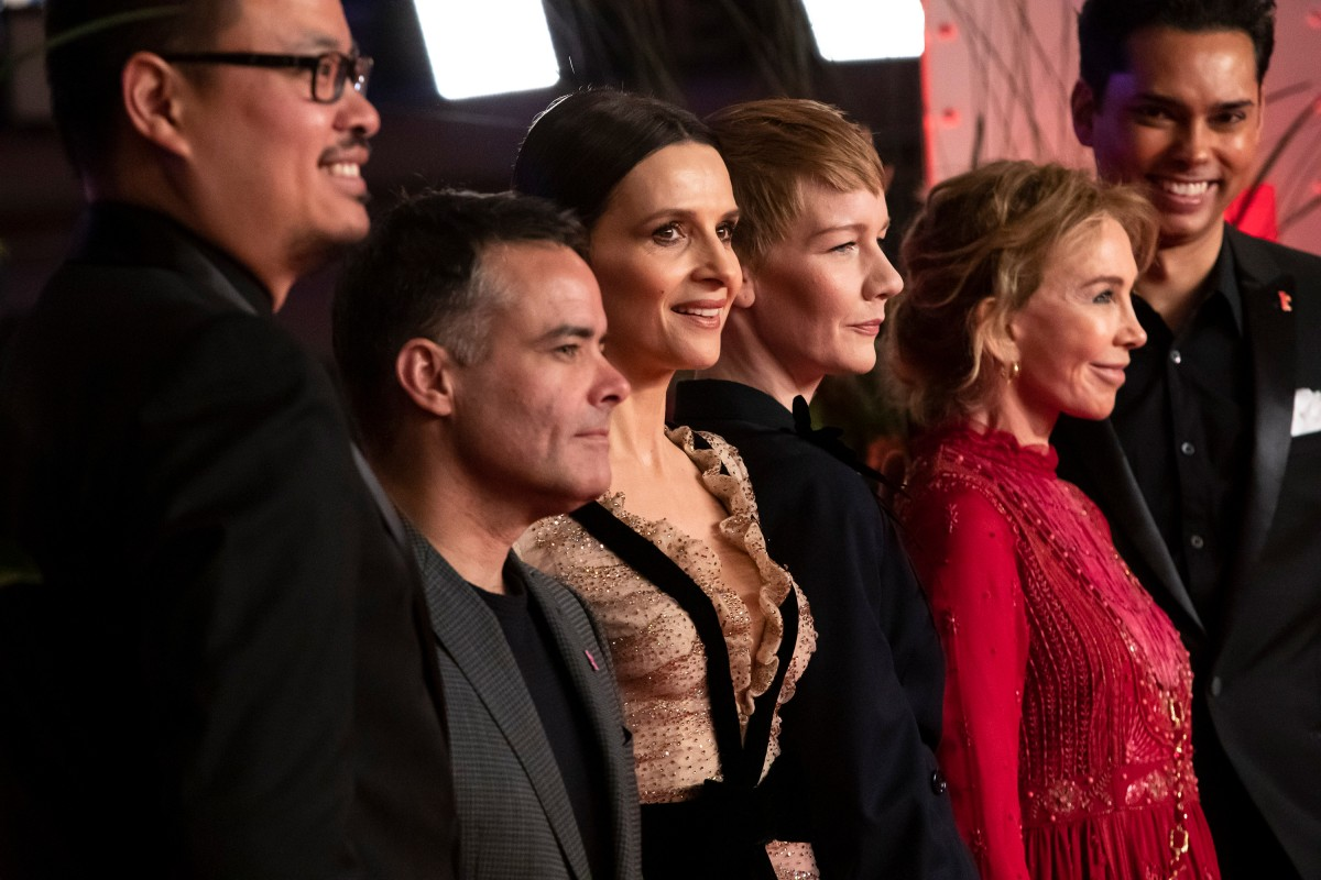 Justin Chang, Sebastián Lelio, Juliette Binoche, Sandra Hüller, Trudie Styler, Rajendra Roy   The jury in the Berlinale Palast.    International Jury    Feb 7, 2019