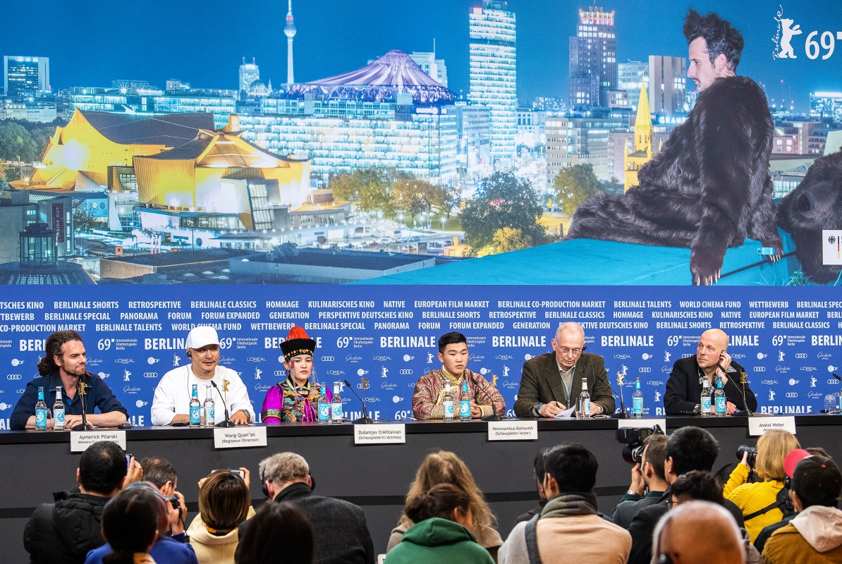 Aymerick Pilarski, Wang Quan'an, Dulamjav Enkhtaivan, Norovsambuu Batmunkh    The film team during the Press Conference.     Competition  –   Öndög      Feb 8, 2019