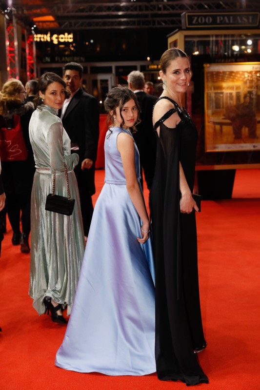 Diane Bathen, Ayla-Elea Hurtado, Sabrina de La Hoz   The actresses on the Red Carpet.     Panorama  –   Temblores  | Tremors     Feb 8, 2019