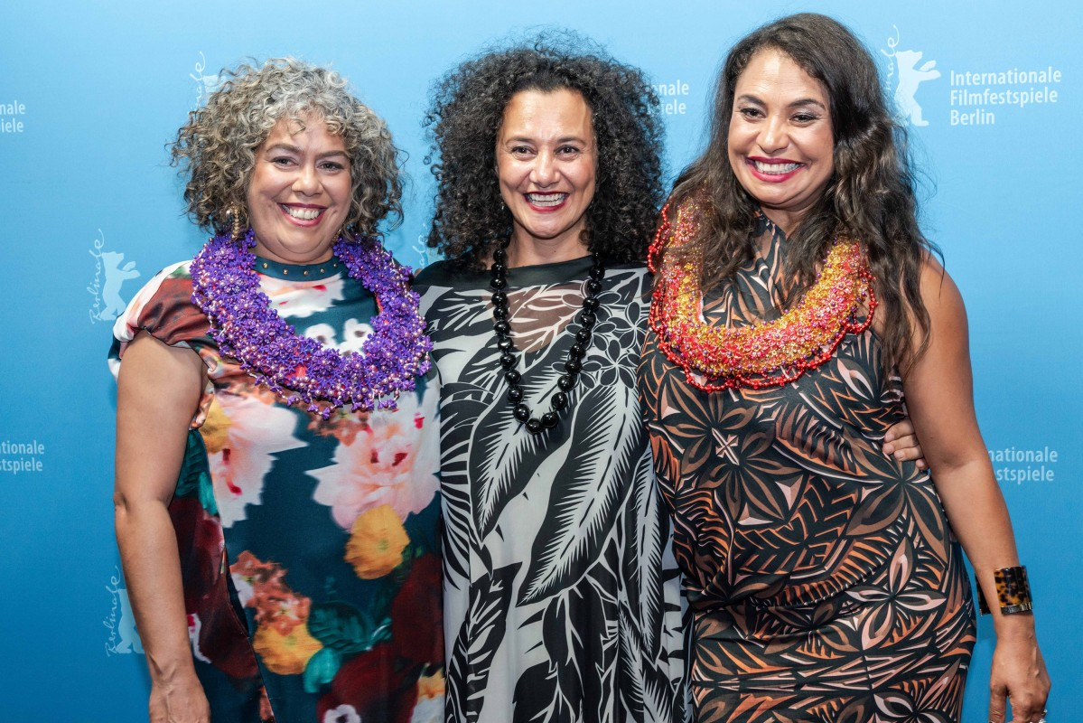 Sharon Whippy, Ngaire Fuata, Nicole Whippy   Big smiles at the Photo Call.     NATIVe  –   Vai      Feb 8, 2019