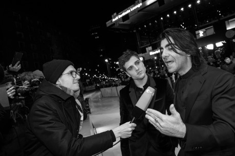 Feb 9, 2019Jonas Dassler, Fatih Akin   The director accompanied by his protagonist is being interviewed on the Red Carpet. Competition – Der Goldene Handschuh | The Golden Glove