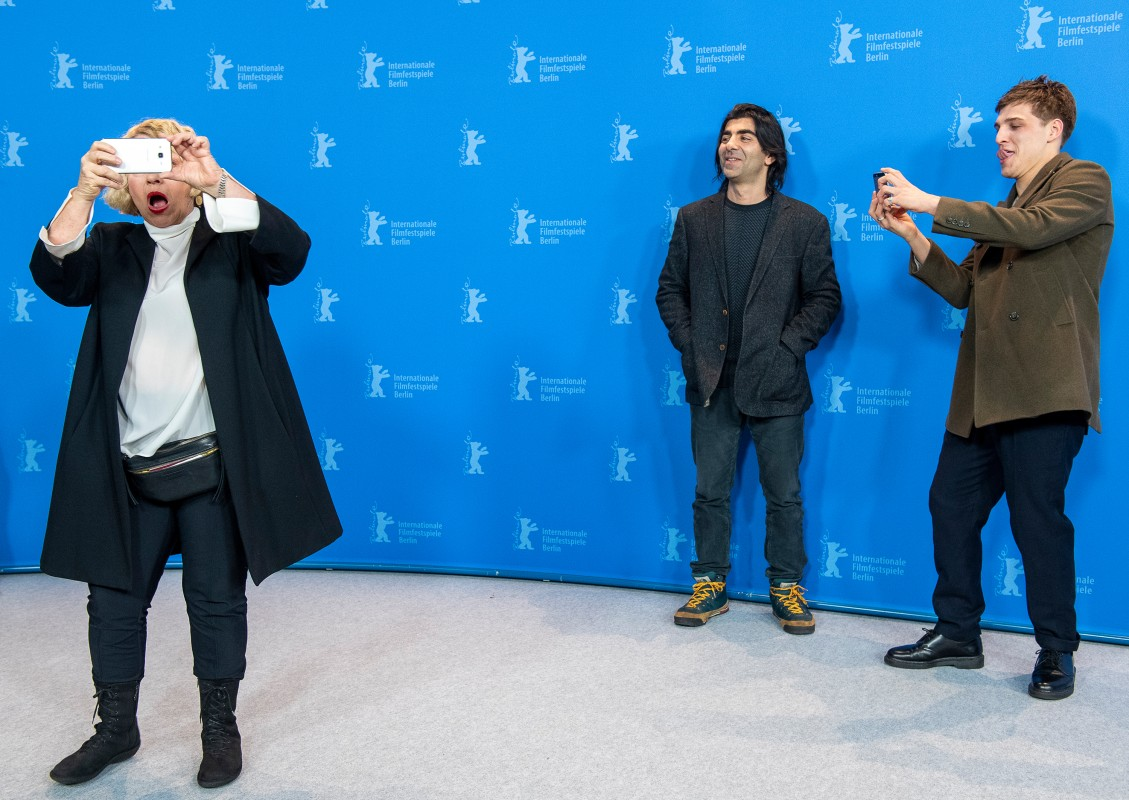 Margarethe Tiesel, Fatih Akin, Jonas Dassler    Dircetor and film team with some shenanigans during the Photo Call.     Competition  –   Der Goldene Handschuh  | The Golden Glove     Feb 9, 2019