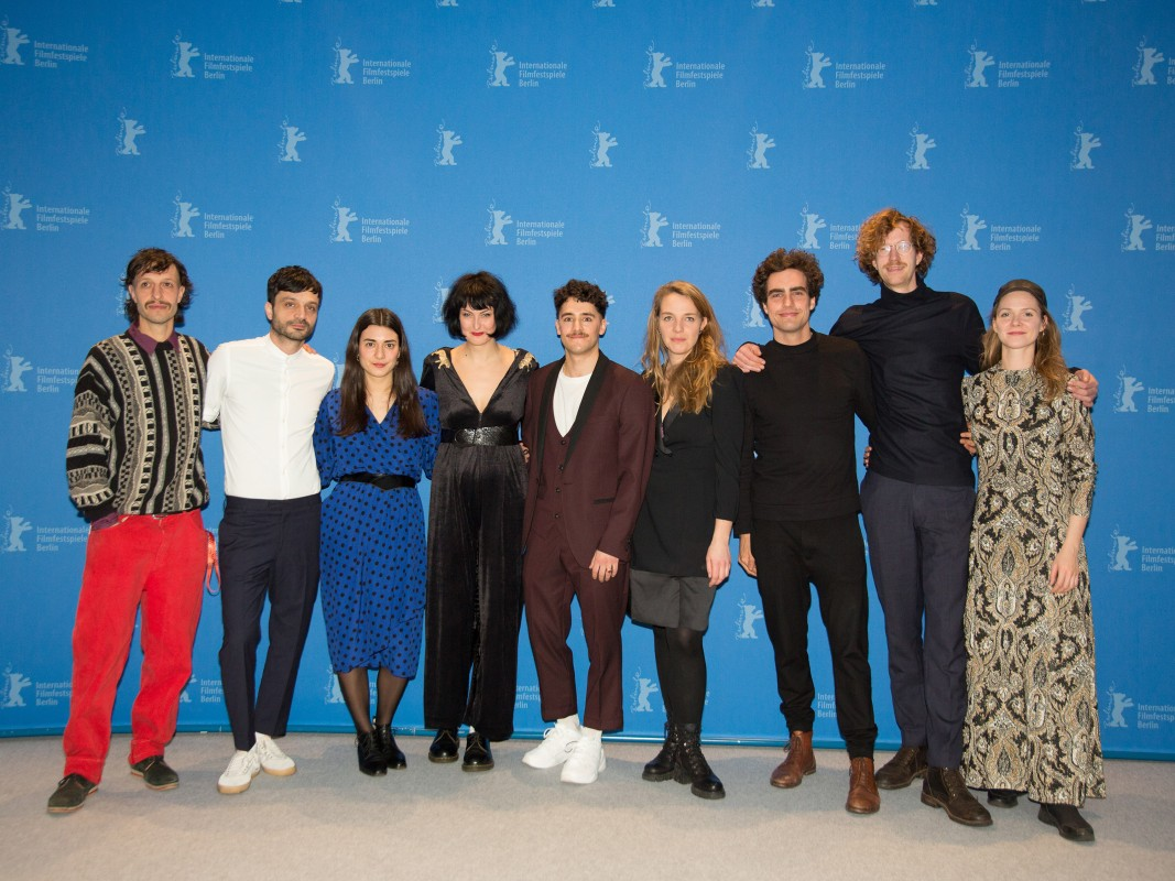 Film team    At the Photo Call: cinematographer Anselm Belser, actor Övünç Güvenişik, actress Raha Emami Khansari, director Simona Kostova, producer Ceylan Ataman-Checa, actress Kara Schröder, actor Pascal Houdus, actor Henner Borchers and actress Anja Langer.     Perspektive Deutsches Kino  –   Dreissig  | Thirty     Feb 9, 2019