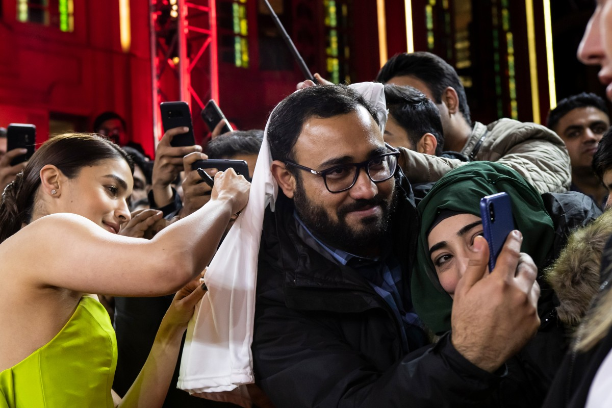 Fans   The actress on the Red Carpet.     Berlinale Special  –   Gully Boy      Feb 9, 2019
