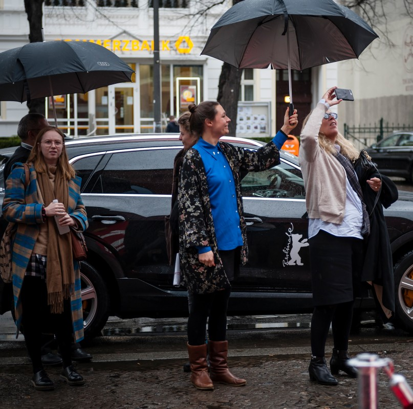 Malou Bækgaard Jakobsen, Anna Jurzik, Lone Scherfig   The Project Manager is shielding the director.     Berlinale Goes Kiez  –   The Kindness of Strangers      Feb 10, 2019