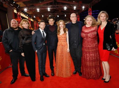 Feb 11, 2019Film team   The actor Michael Villar, producer Trudie Styler, leading actor Jamie Bell, the director Guy Nattiv, the producers Jaime Ray Newman and Oren Moverman, leading actress Danielle Macdonald and producer Celine Rattray.  Panorama – Skin