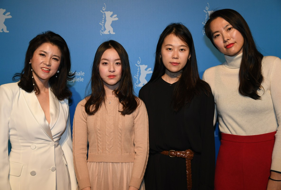 Lee Seungyeon, Park Ji-hu, Kim Saebyuk, Kim Bo-ra   The director (right) with her actresses.     Generation  –   Beol-sae  | House of Hummingbird     Feb 12, 2019