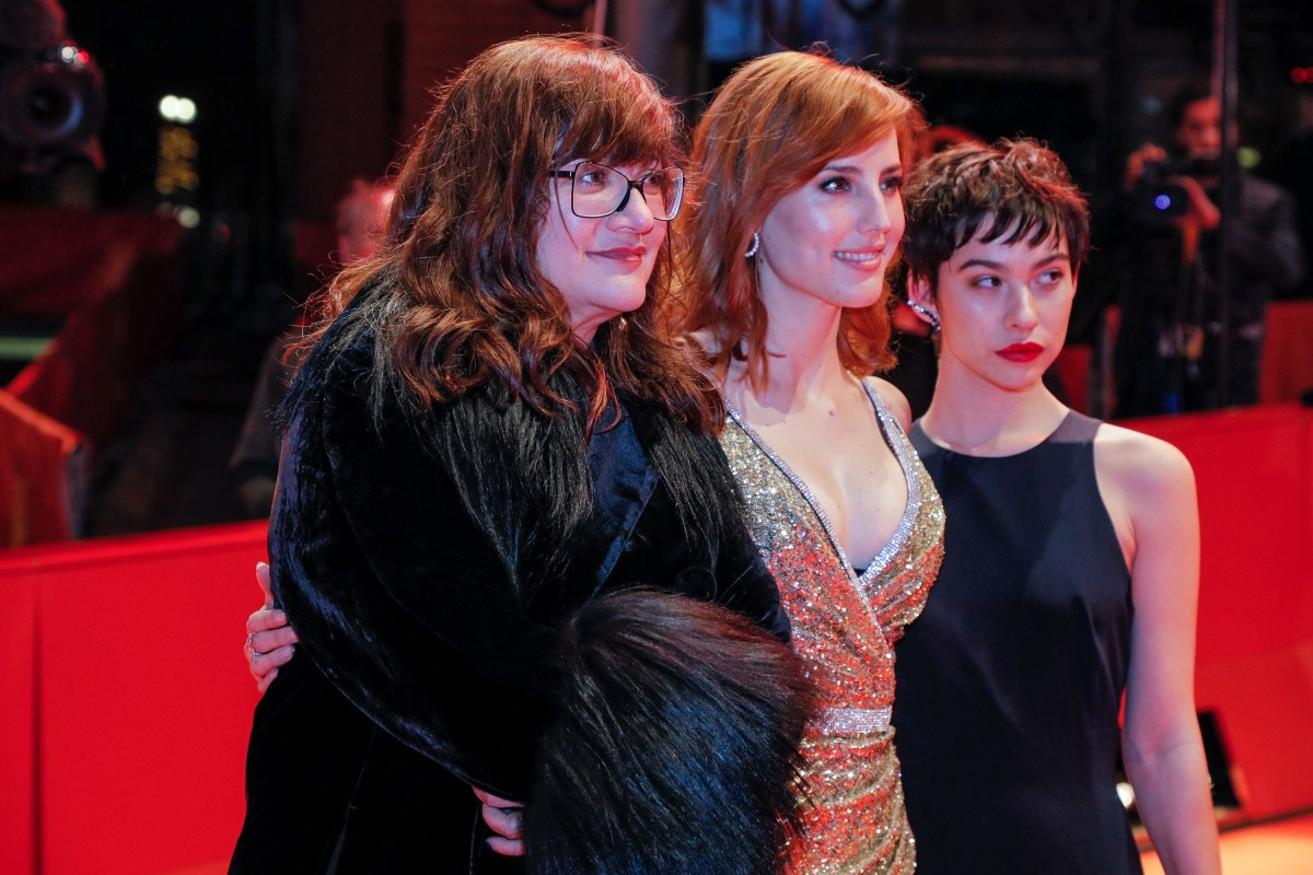 Isabel Coixet, Natalia de Molina, Greta Fernández   The director with her leading actresses on the Red Carpet.     Competition  –   Elisa y Marcela  | Elisa & Marcela | Elisa und Marcela     Feb 13, 2019
