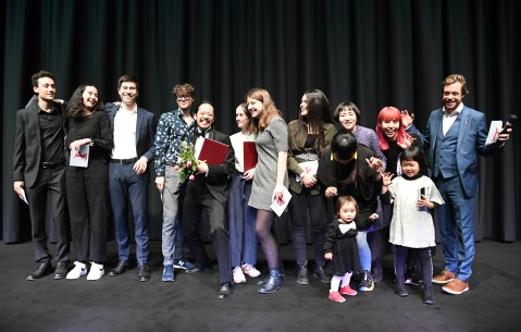 15.2.2019Youth Jury, Makoto Nagahisa  Der Regisseur (mit Blumen) wurde mit einer Lobenden Erwähnung der Jugendjury Generation 14plus für seinen Film ausgezeichnet.  Generation – We Are Little Zombies