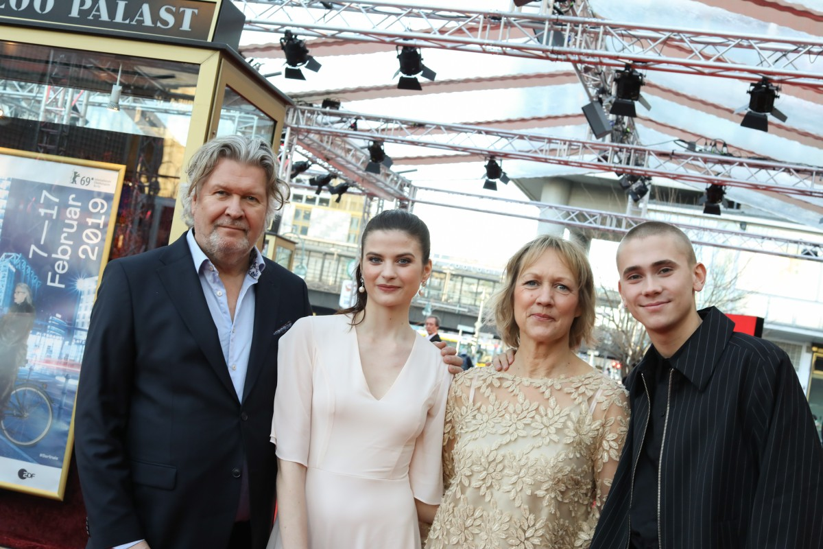 Per-Olav Sørensen, Hanna Ardéhn, Camilla Ahlgren, Felix Sandman   The series team at the premiere.     Berlinale Series  –   Störst av allt  | Quicksand     Feb 15, 2019