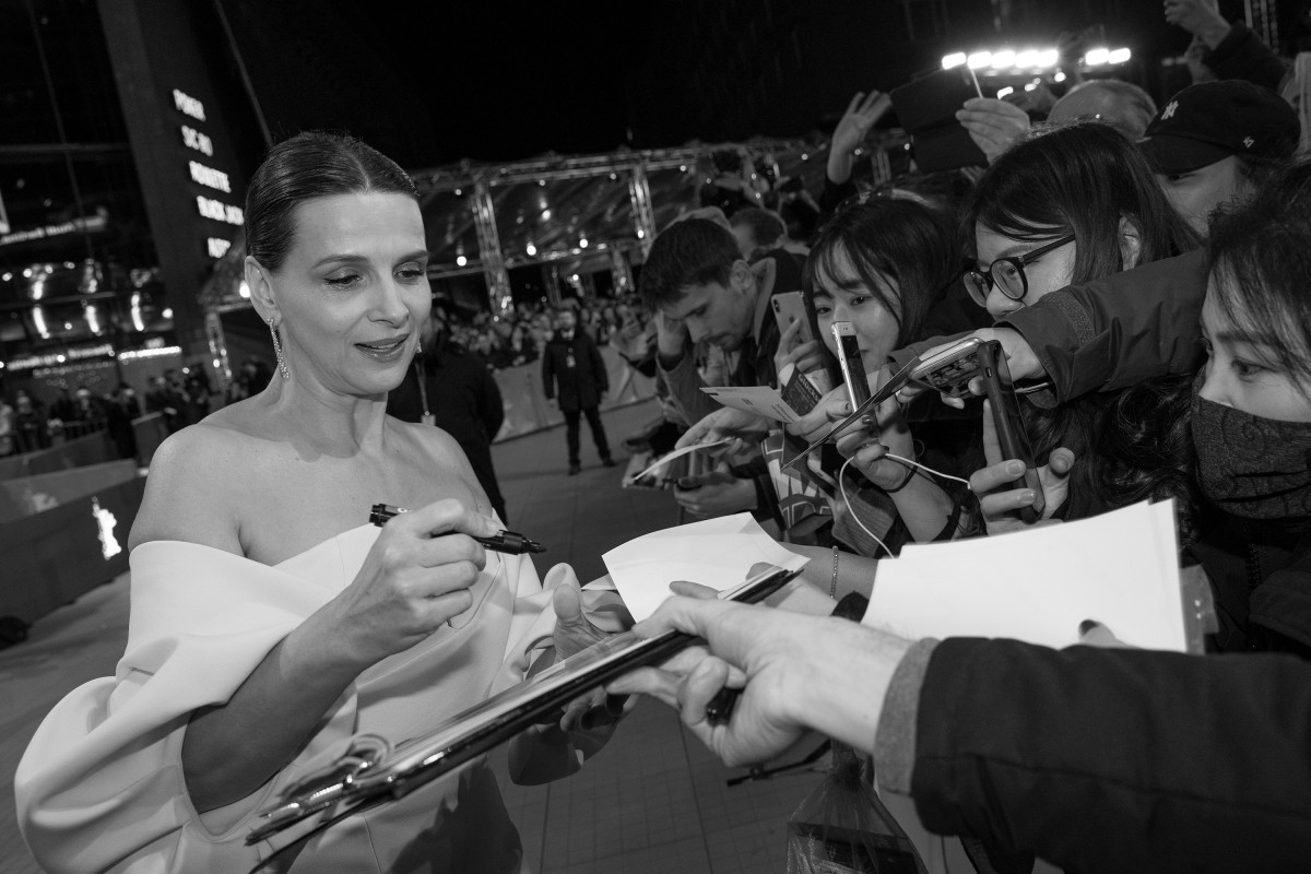 Juliette Binoche   The President of the International Jury with fans at the Red Carpet.     Competition  – Closing Gala    Feb 16, 2019