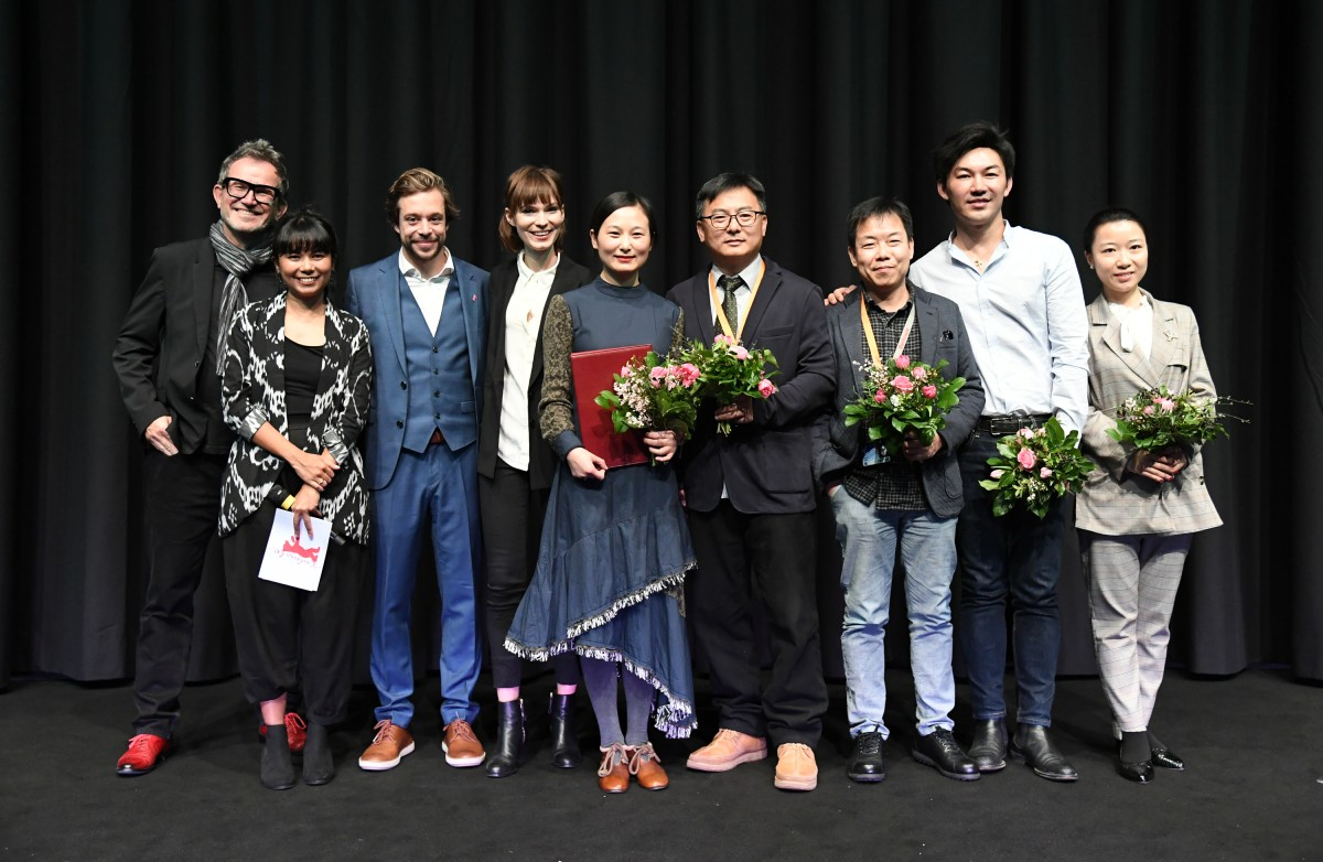 Jury, film team   The director of the film, Wang Lina (middle), celebrating her winning with the International Jury and her team.     Generation  –   Di yi ci de li bie  | A First Farewell | Ein erster Abschied  – The Grand Prix of the Generation Kplus International Jury for the Best Film    Feb 16, 2019